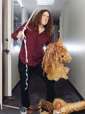 """Weird Al"" Yankovic posa em Los Angeles, no dia 17 (Foto: Casey Curry/Invision/AP)"