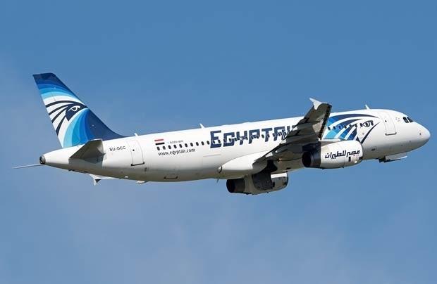 Foto feita no início de maio em Budapeste, Hungria, mostra o avião Airbus A 320-200 da EgyptAir que desapareceu dos radares durante o voo MS804 no dia 19 de maio (Foto: Andras Soos/AFP)