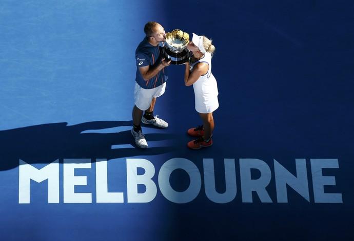 Bruno Soares e Elena Vesnina são campeões de duplas mistas do Aberto da Austrália (Foto: Reuters)