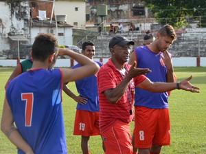 Técnico Zezito não vê Rio Branco em vantagem para duelo contra a Amax (Foto: Duaine Rodrigues)
