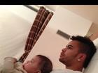 Dani Souza posta foto de Dentinho com o filho: 'É muito amor'