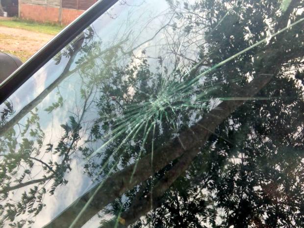 Granizo danificou carros durante tempestade (Foto: Natan Mota/ Arquivo pessoal )