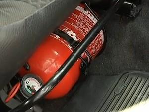 Muitos motoristas não sabem o uso correto do extintor de veículos (Foto: Reprodução/TV Mirante)