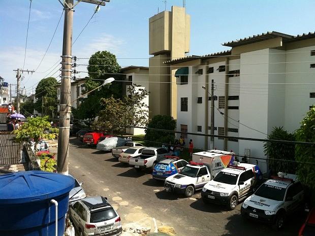Vítimas foram mortas dentro de condomínio na Zona Sul (Foto: Camila Henriques)