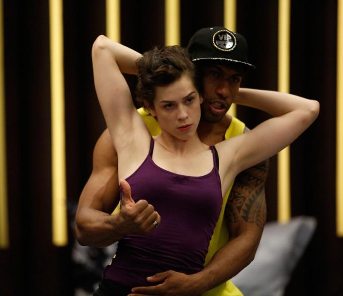 Funk exige sensualidade que atriz diz não ter (Foto: Raphael Dias/Gshow)