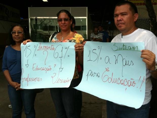 Grupo formado por 30 manifestantes participaram do protesto em Manaus (Foto: Camila Henriques /G1 AM)