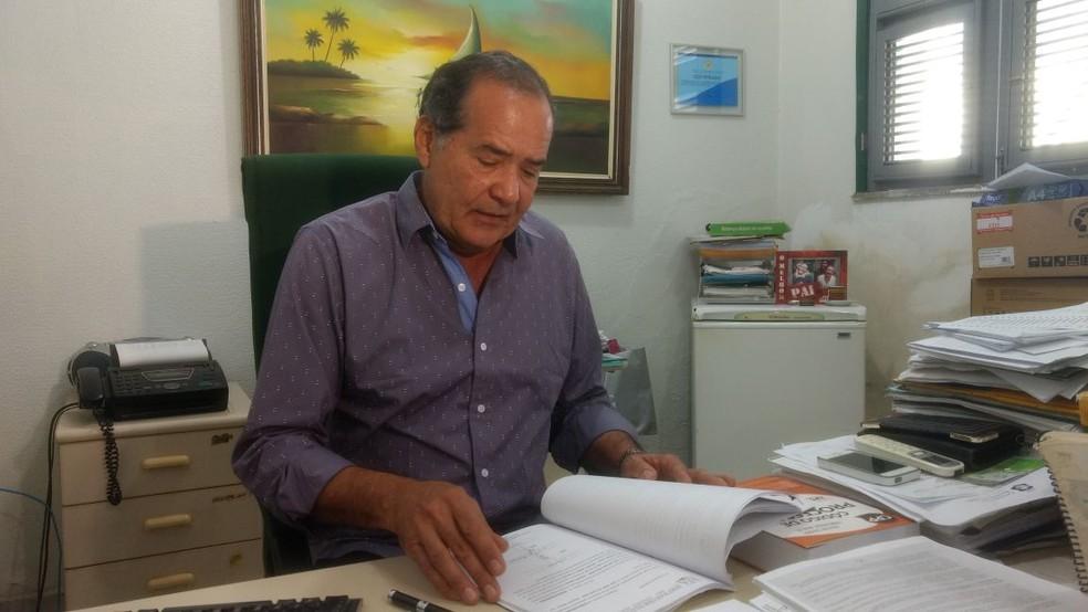 Delegado Munguba Neto investiga o caso (Foto: Valdir Almeida)