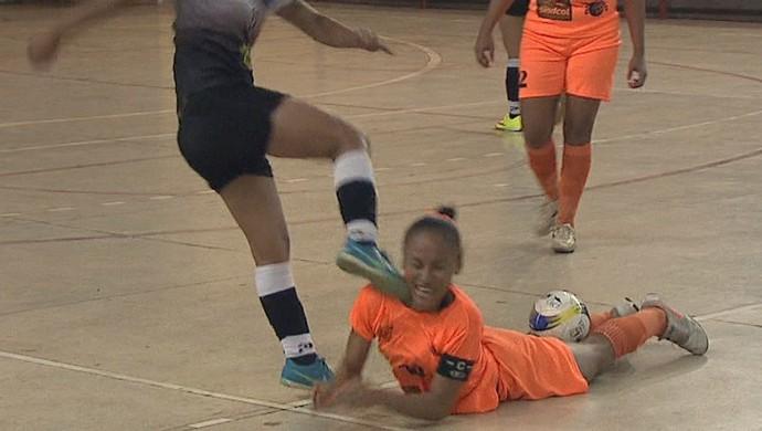 Agressão em jogo de futsal feminino no Acre (Foto: Reprodução/Rede Amazônica Acre)