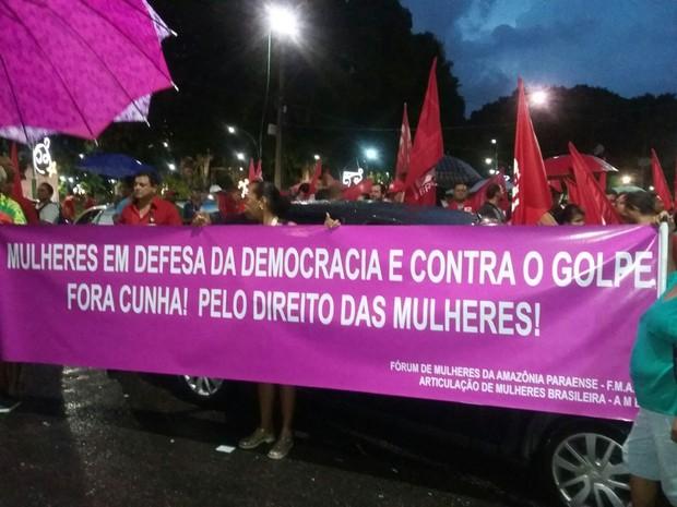 Mulheres marcham contra Eduardo Cunha e o conservadorismo do legislativo no Pará (Foto: Jessica Gatti / G1 PA)