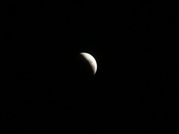 Eclipse total da super lua foi visto neste domingo das Américas ao Oriente Médio (Foto: Marcos Serra Lima/Ego)
