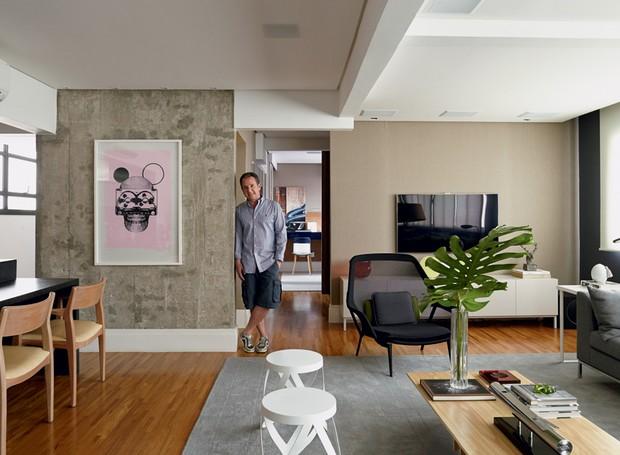 Com ambientes integrados, apartamento tem decoraç u00e3o com cores sóbrias Casa e Jardim Decoraç u00e3o -> Decoração De Sala De Jantar E Estar No Mesmo Ambiente