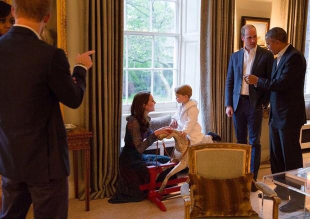 Príncipe George roubando a cena (Foto: Reprodução/Instagram)