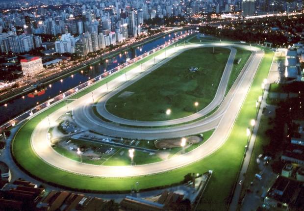Vista noturna da área do Jockey Club de São Paulo (Foto: Wikimedia Commons/Wikipedia)