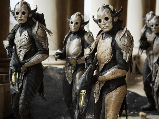 Os elfos negros em cena de 'Thor: o mundo sombrio' (Foto: Divulgação)