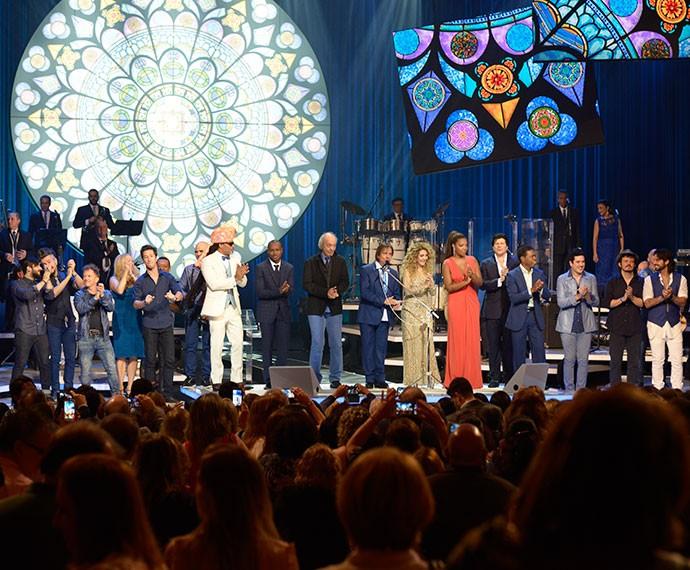 Roberto Carlos reuniu artistas no palco do Theatro Municipal (Foto: Ellen Soares/Gshow)