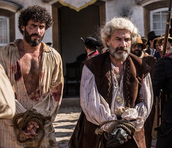 Mão de Luva e Simão vão para a forca (Foto: Inácio Moraes/Gshow)