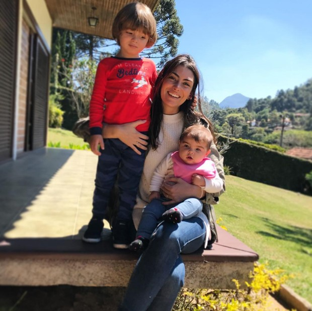Mariana com Joaquim e Maria (Foto: Reprodução/Instagram)