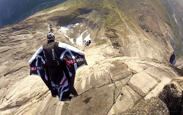Álvaro Bultó durante salto na Groelândia, em 2012 (Foto: Reprodução / Facebook)