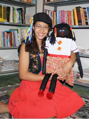 Lorrane na Biblioteca Jovem Aprendiz em uma oficina de contação de história (Foto: Divulgação / Lorrane de Souza)