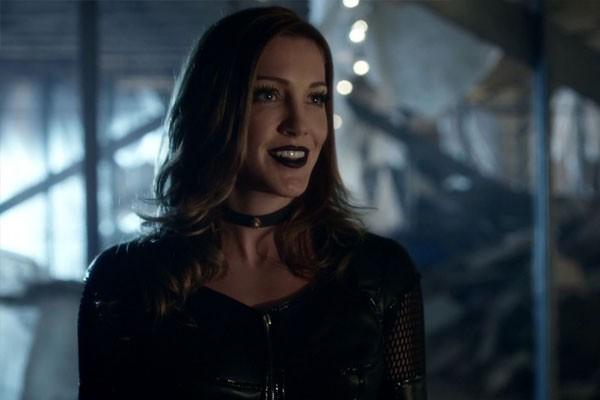 Katie Cassidy em Arrow (Foto: divulgação)
