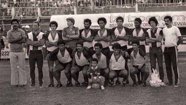 Torcida da Desportiva Ferroviária campeão do Campeonato Capixaba de 1981 (Foto: Josema-Magnago)