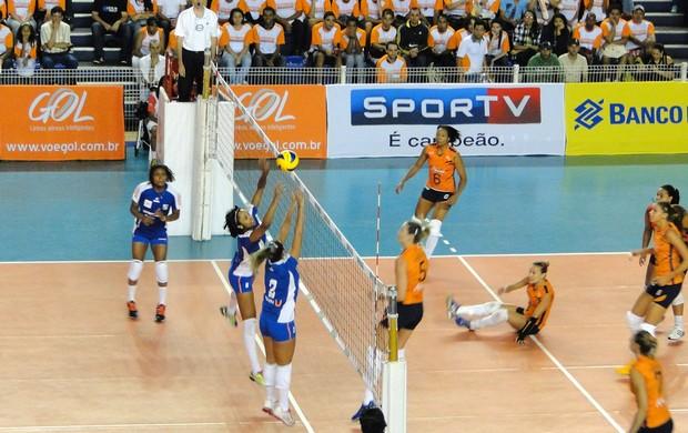 Minas x Campinas, pela Superliga Feminina de Vôlei (Foto: Marco Antônio Astoni / Globoesporte.com)