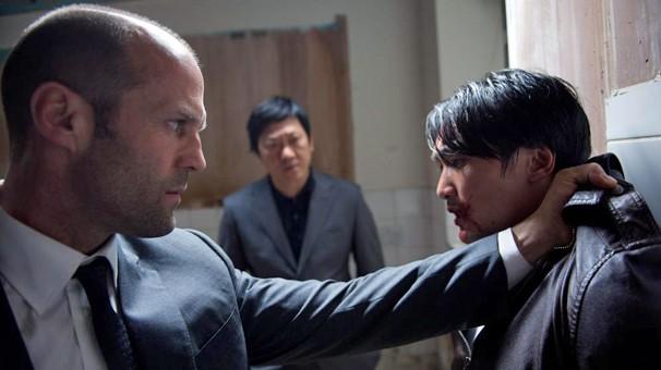 Jason Statham faz o que sabe melhor em 'Redenção': bater; você vê na segunda, dia 10, na Tela Quente (Foto: Divulgação)