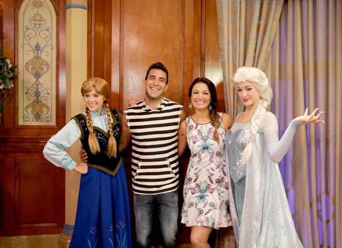 Patrícia Poeta conheceu as princesas Anna e Elsa junto com André Marques (Foto: Leonardo Viso/ Gshow)