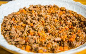 Guisado de carne com trigo picante