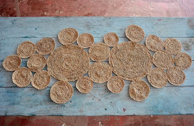 Centro de mesa | Feito de crochê com fibra de tucum, a peça é produzida por comunidade de Acajatuba, em Iranduba, no Rio Negro (Foto: Fabio Scrugli)