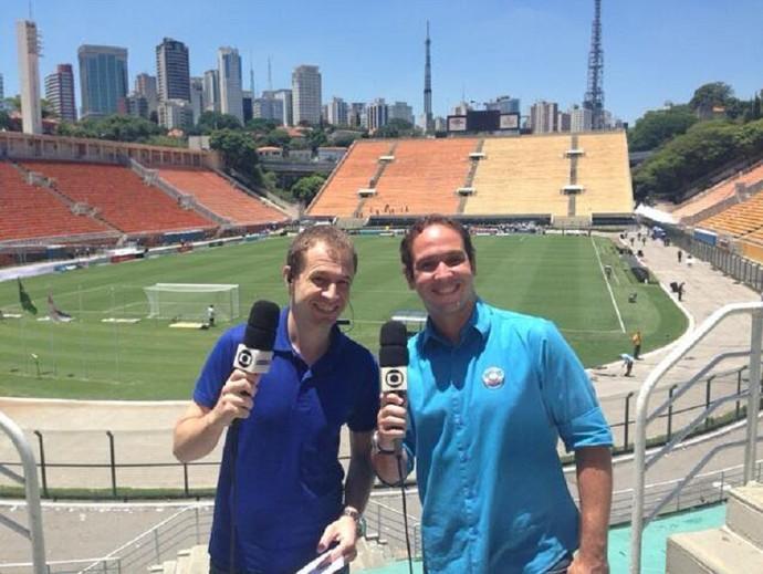 Tiago Leifert e Caio Ribeiro nos bastidores do 'Globo Esporte' (Foto: Arquivo Pessoal)