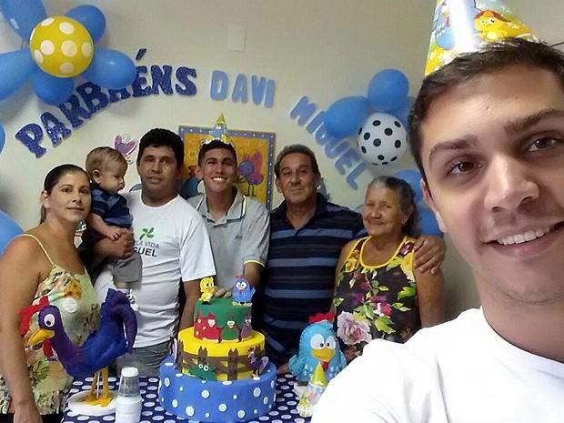 Davi Miguel ganha festa com a família na unidade neonatal em Franca, SP (Foto: Jhonatan Vinicius/Arquivo pessoal)