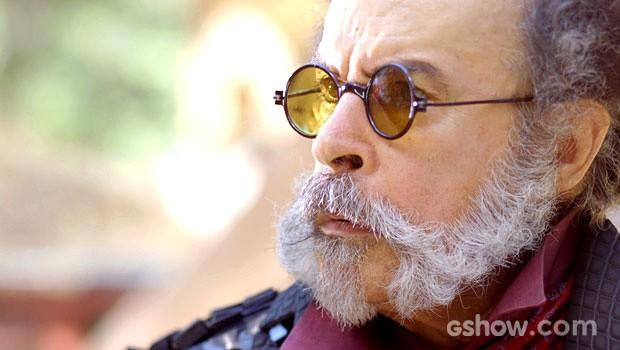 O coronel volta atrás e surpreende (Foto: Meu Pedacinho de Chão/TV Globo)