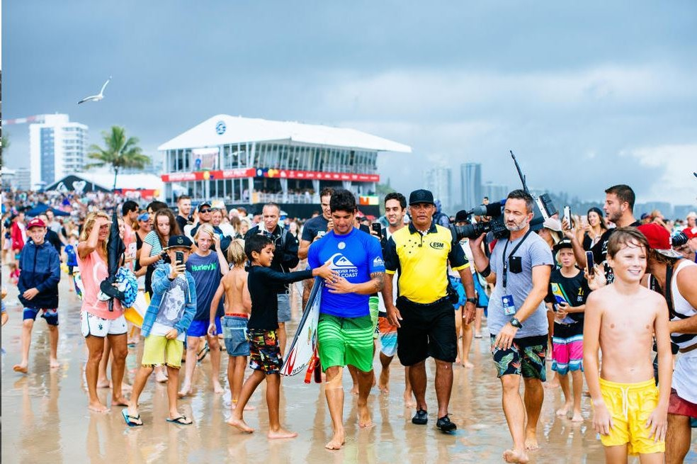 Gabriel Medina usou proteção no joelho na Gold Coast e repetirá a dose em Margaret River (Foto: WSL)