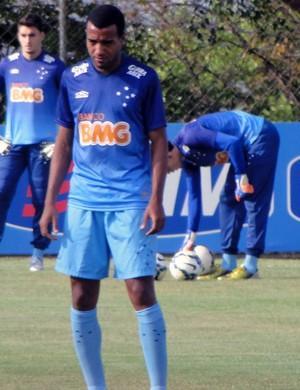 Breno Lopes lateral Cruzeiro (Foto: Gabriel Duarte)