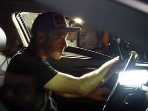 Sandro Dias, o Mineirinho, esteve no velório de Chorão (Foto: Bruno Miani/Jornal A Tribuna de Santos)