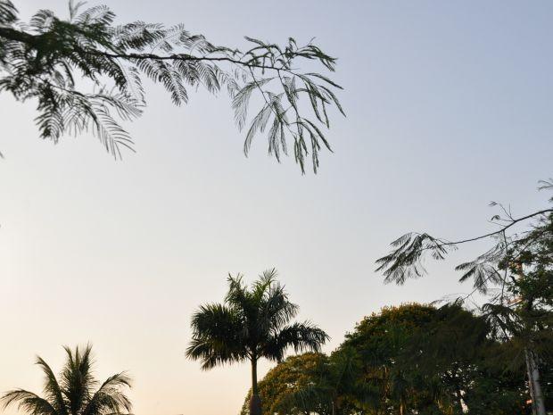 Céu aberto em Campo Grande com temperaturas baixas (Foto: Isabela Cavalcante/ G1 MS)