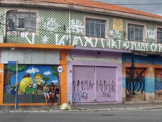 Comércio fechado na Avenida Roland Garros, no Parque Edu Chaves  (Foto: Tatiana Santiago/G1)