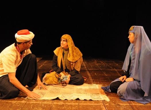 Teatro: Paideia emociona pisando firme em tapete mágico