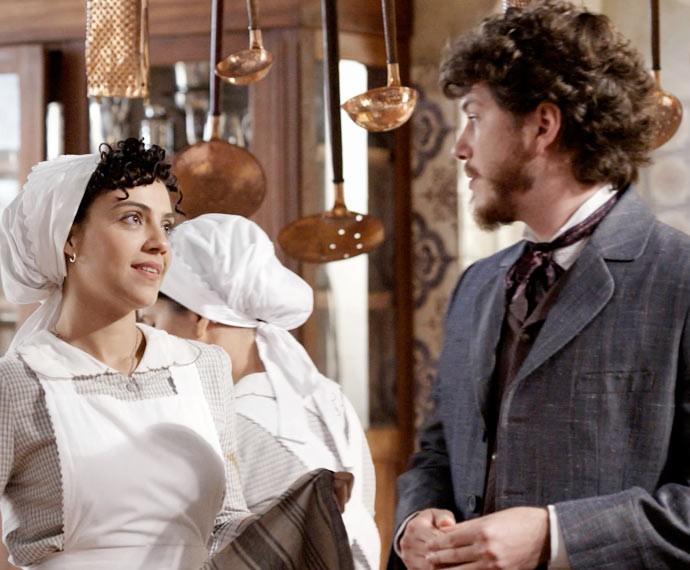 Anita elogia Afonso, mas ele não quer saber de papo (Foto: TV Globo)