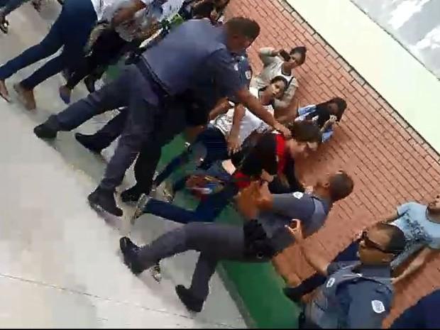 Estudantes ocuparam Escola Estadual Sylvia Ribeiro de Carvalho (Foto: Divulgação)