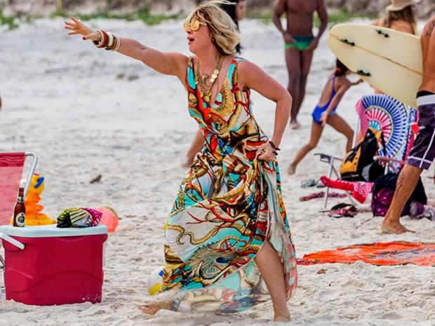Até mesmo na praia a  paranormal não passa desapercebida (Foto: Artur Meninea / Gshow)
