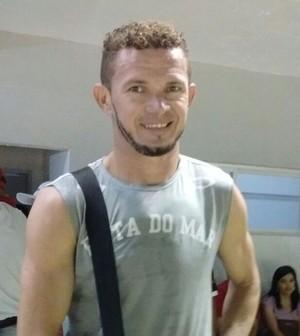 Moisés, zagueiro do Auto Esporte (Foto: Hévilla Wanderley / GloboEsporte.com/pb)