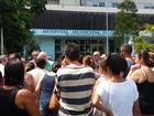 Servidores públicos de Cubatão, SP, protestam por salários e benefícios