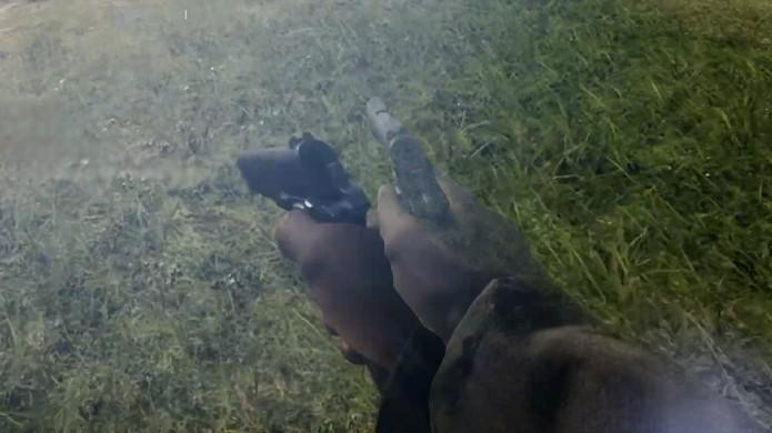 O bug do soldado nervoso em Battlefield 1 faz com que a mão do personagem fique tremendo com as armas (Foto: Reprodução/YouTube)
