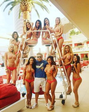 Conor McGregor, pool party (Foto: Reprodução/ Instagram)