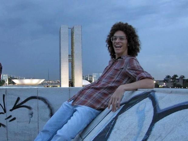 Arthur Paschoali em frente ao Congresso Nacional (Foto: Facebook/Reprodução)