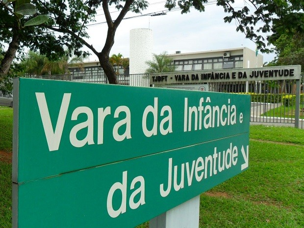 Fachada da Vara da Infância e da Juventude do Distrito Federal (Foto: Raquel Morais/G1)