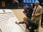 Deputados assinam compromisso de ir à sessão que pode cassar Cunha