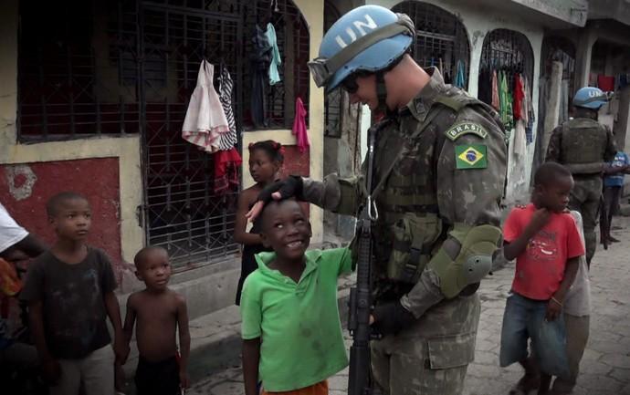 Caldeirão exibe reportagem emocionante no Haiti (Foto: TV Globo)
